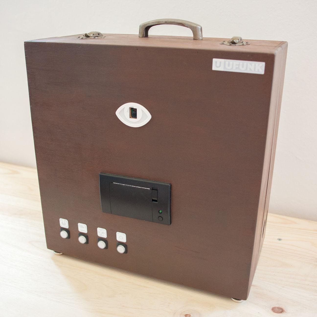 Paper Instant Camera est un photomaton portable, imprimant instantanément les photos sur des tickets de caisse